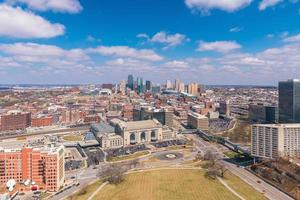Vista del horizonte de la ciudad de Kansas en Missouri foto