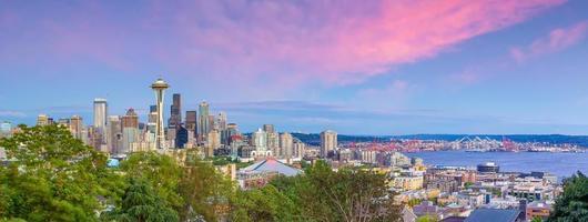 El horizonte del centro de la ciudad de Seattle paisaje urbano en el estado de Washington, EE. foto