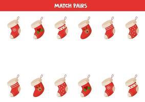 juego de correspondencias para niños. Encuentra un par de calcetines navideños. vector