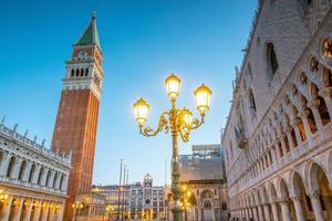 S t. Mark's Square en Venecia durante el amanecer. foto