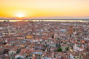 Paisaje urbano del horizonte de Venecia desde la vista superior en Italia foto