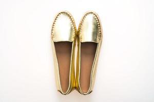hermosos zapatos de mujer de oro de moda de lujo foto
