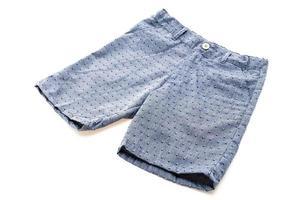 pantalones cortos sobre fondo blanco foto