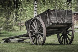 Carro viejo señorial con ruedas de madera foto