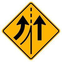 Señal de tráfico de advertencia fusionándose con el carril izquierdo