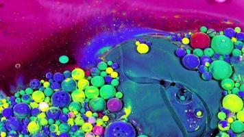 esferas de tinta colorida no óleo video