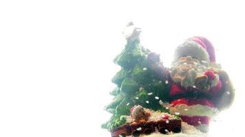 estatueta de papai noel natal em dia de neve