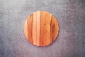 tabla de cortar de círculo de madera foto