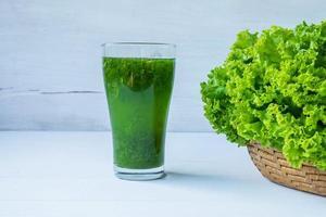 jugo de vegetales verdes foto