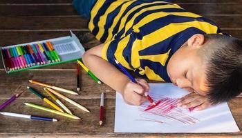 niño para colorear en papel foto