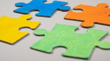 piezas de rompecabezas de colores foto