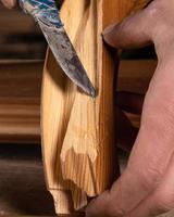 cuchillo en madera foto