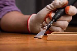 fijación de la superficie de madera rayada foto