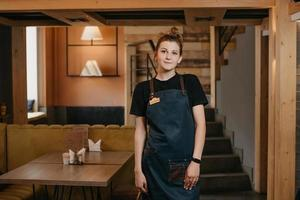 A young waitress is posing in a restaurant photo