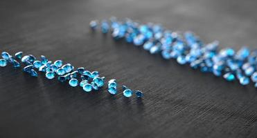 zafiro azul diamante con grupo de diamantes foto