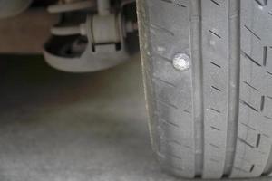 Cerca de la fuga de neumáticos foto