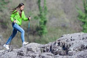 mujer durante una excursión foto
