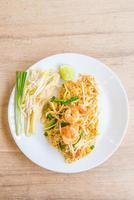 fideos tailandeses fritos foto