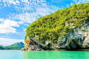 hermosa isla tropical, playa, mar y océano foto