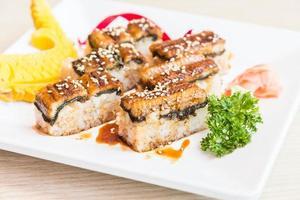 rollo de sushi de anguila maki