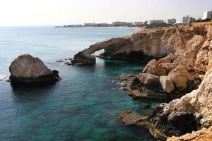 hermoso arco de roca natural foto