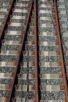 tren vías férreas en la estación foto