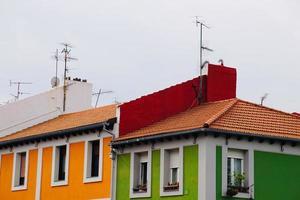 antena de tv en la azotea de una casa foto