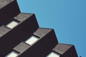 Arquitectura del edificio de la azotea en la ciudad de Bilbao, España foto