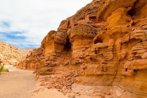 pared de roca naranja foto