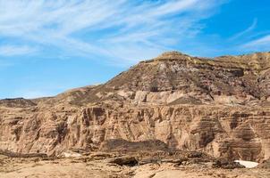 ásperas montañas de color marrón claro foto