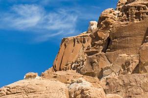cara de roca afilada foto