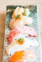 punto de enfoque selectivo en rollo de sushi