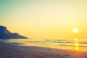 hermoso amanecer en la playa