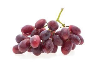 Fruta de uvas aislado sobre fondo blanco.