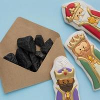 Royalty biscuit edible figurines