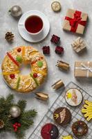 Torta de epifanía española roscon de reyes copia en blanco del fondo del espacio foto