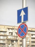señales de precaución en la carretera foto