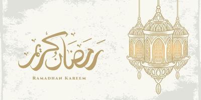 La tarjeta de felicitación de Ramadán Kareem con linterna grande y caligrafía árabe dorada significa Ramadán de acebo. boceto estilo dibujado a mano aislado sobre fondo blanco. vector