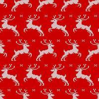 patrón sin costuras con ciervos de punto y copos de nieve sobre fondo rojo. estampado navideño para ropa, textiles de cocina y papel de regalo. vector