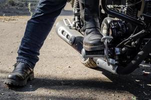 botas y moto foto