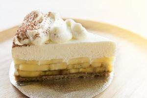Banoffee pie with chocolate powder on a wooden plate