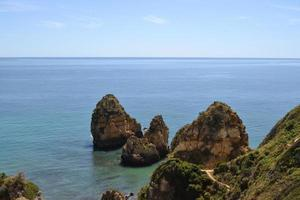 vista al mar desde el acantilado foto