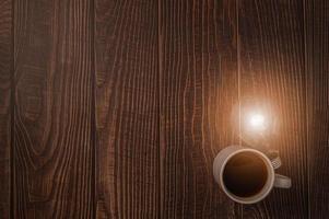 Me encanta beber café, una taza de café y una bombilla que emite energía.