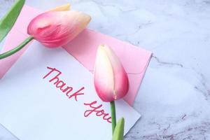 tarjeta de agradecimiento con tulipanes