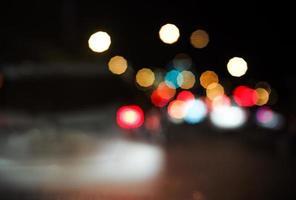 Bokeh de luz de los coches en el atasco. foto