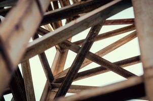 Metal beams crossing photo