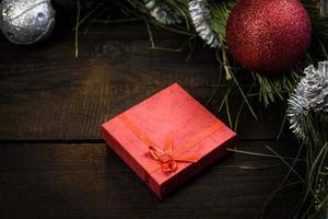 regalo de navidad en caja roja foto