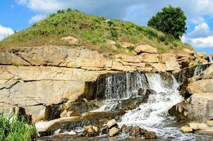 Canal de granito industrial inundado foto