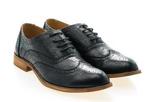 zapatos de cuero negro foto
