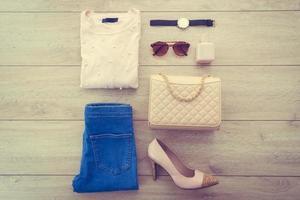 conjunto de moda de mujer foto